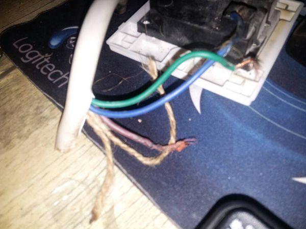 这三根电线哪根是火线,地线和零线