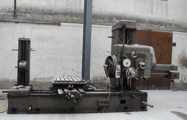 传统t68卧式镗床的工作台纵向移动,横向移动以及工作台回转运动是通过图片